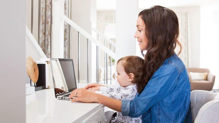 Busy mom helps 15,000 fellow moms simplify and declutter (Krista Lockwood, Motherhood Simplified)